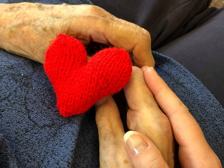 Small Kindness Hearts donate pairs of hand-made hearts for Pitlochry residents and their loved ones