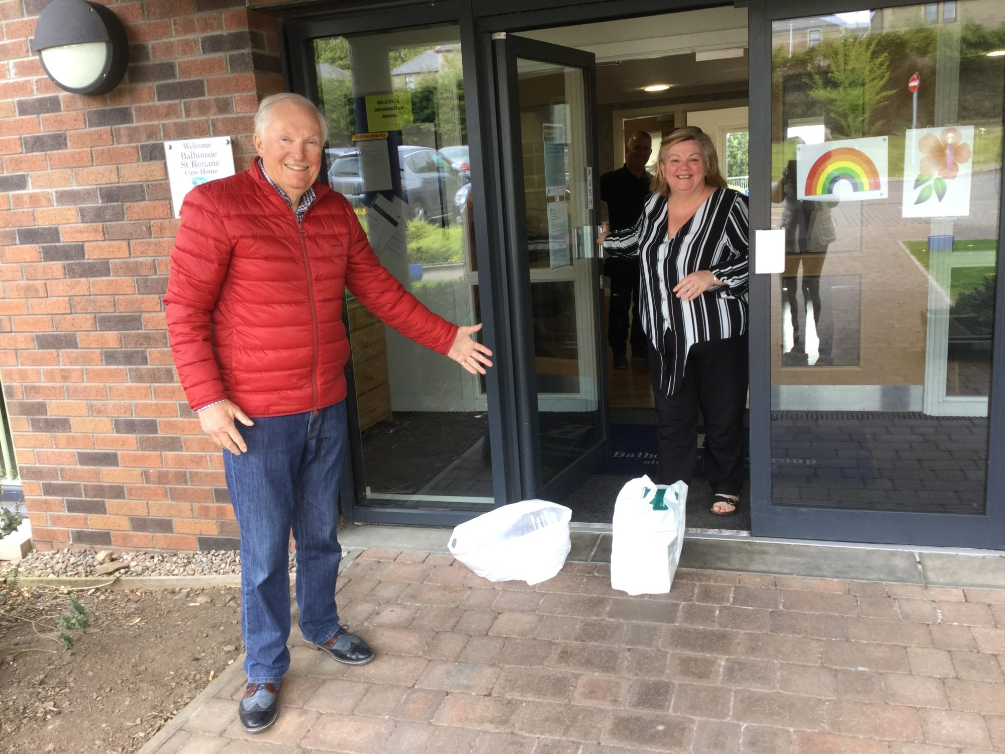 Dundee Weavers deliver 1000 face masks to local care homes
