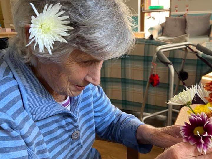 Balhousie Glens residents create some beautiful flower arrangements this week