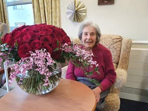 Pitlochry receive stunning bouquet of flowers from a secret admirer