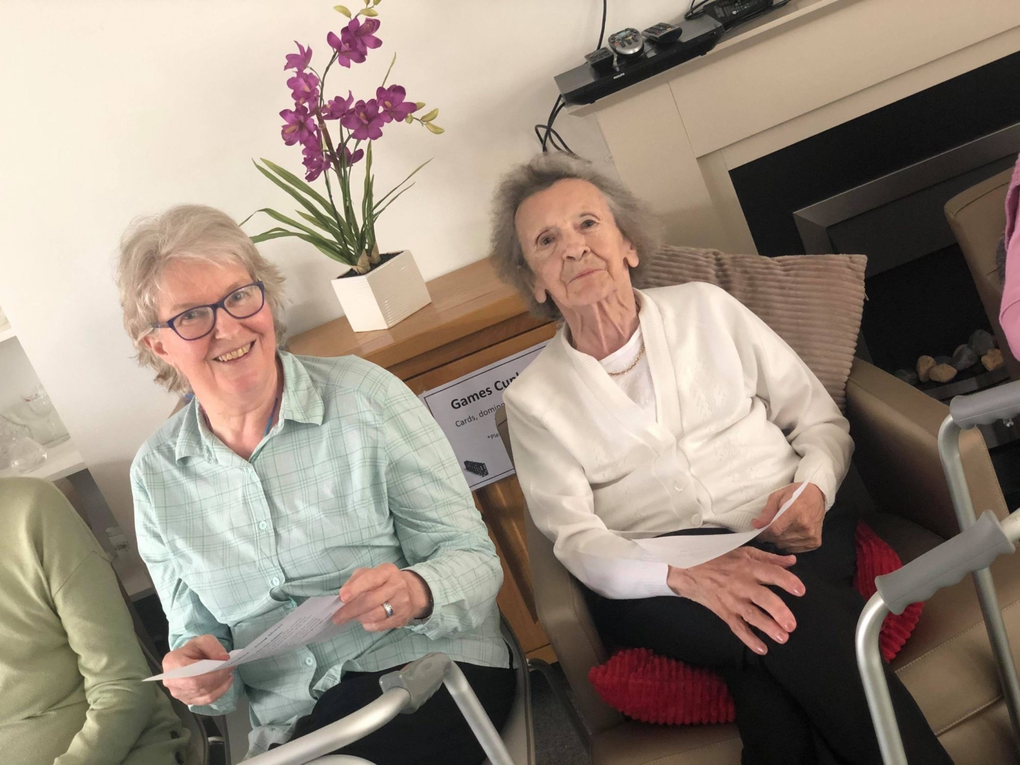 Huntly residents pay tribute to Vera Lynn at their singing club